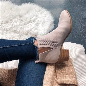 Shoes - Qupid booties 8